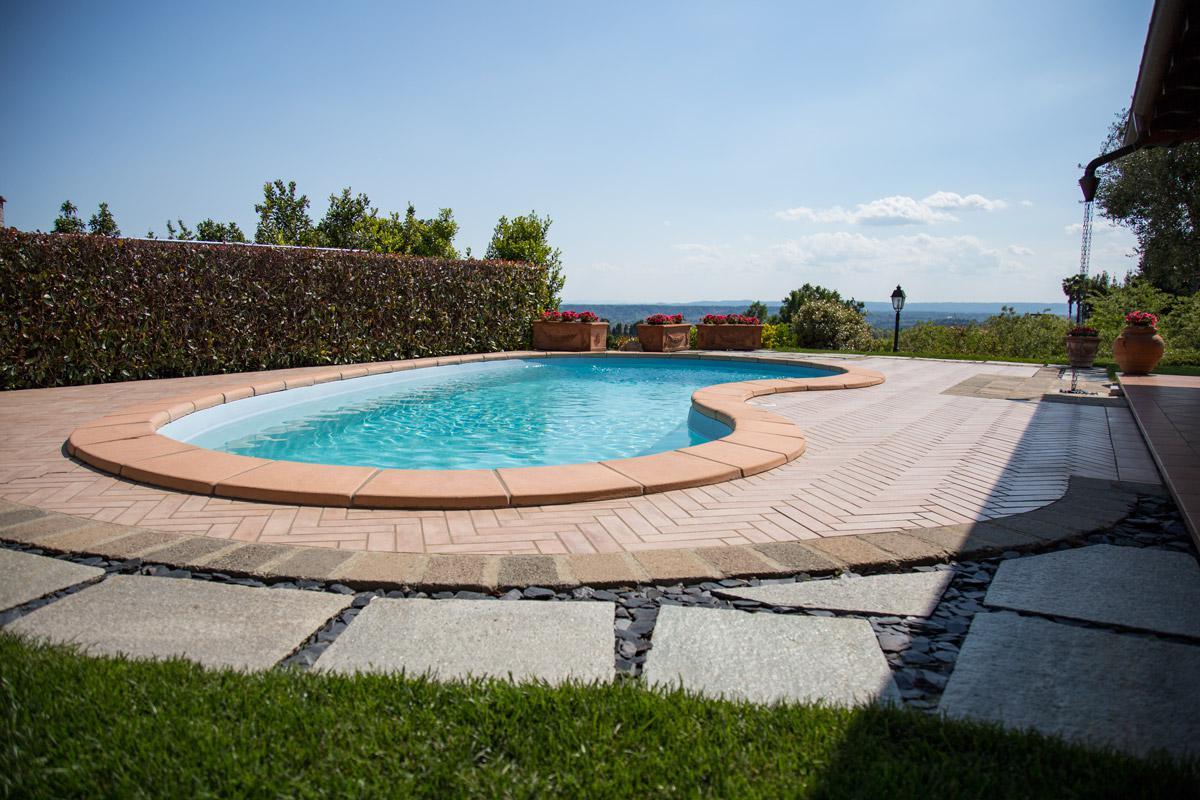 prima piscine gallery of come preparare la piscina prima di una vacanza with prima piscine. Black Bedroom Furniture Sets. Home Design Ideas